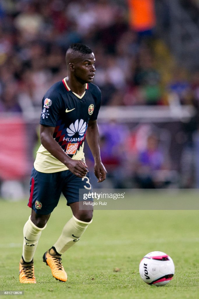 Carlos Quintero of America drives the ball during the 4th round match between Atlas and America as part of the Torneo Apertura 2017 Liga MX at Jalisco Stadium on August 11, 2017 in Guadalajara, Mexico.