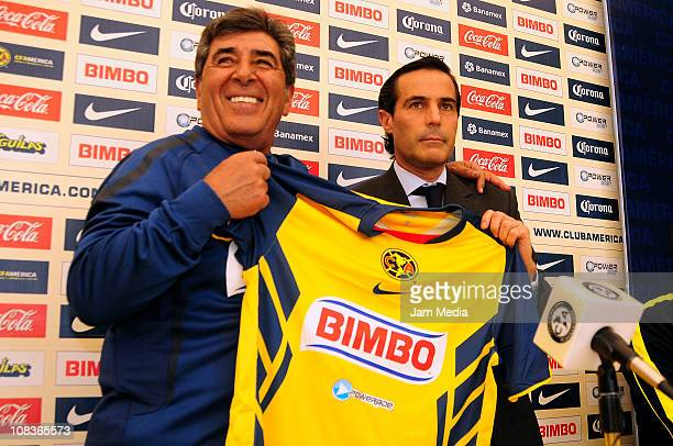 Carlos Reinoso and Michel Bauer during the presentation of Carlos Reinoso as the new coach of America on January 26 2011 in Mexico City Mexico
