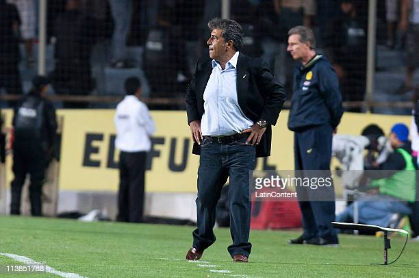 Carlos Reinoso Coach of America during a quarter finals match as part of the Clausura Tournament 2011 at the Corregidora Stadium on May 08 2011 in...