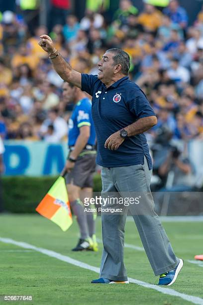 Carlos Reinoso coach of Veracruz gives instructions to his players during the 16th round match between Tigres UANL and Veracruz as part of the...