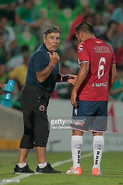 Carlos Reinoso coach of Veracruz gives instructions to Luis Martinez during the 13th round match between Santos Laguna and Veracruz as part of the...