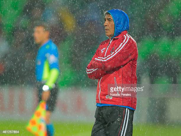 Carlos Reinoso coach of Veracruz looks the actions during a match between Santos Laguna and Veracruz as part of 1st round Clausura 2015 Liga MX at...