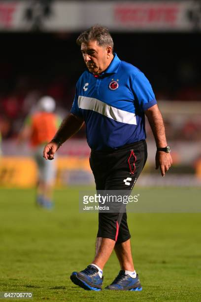 Carlos Reinoso head coach of Veracruz looks on during the 7th round match between Veracruz and Chiapas as part of the Torneo Clausura 2017 Liga MX at...