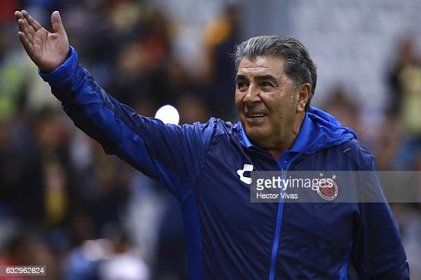 Carlos Reinoso Head Coach of Veracruz waves during the 4th round match between America and Veracruz as part of the Torneo Clausura 2017 Liga MX at...