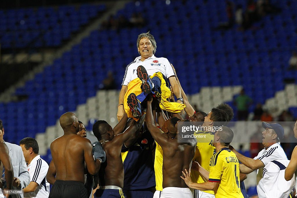 Carlos Restrepo, coach of Colombia celebrates victory after a match between Colombia and Paraguay as part of the 2013 South American Youth Championship at Malvinas Argentinas Stadium on February 03, 2013 in Mendoza, Argentina.