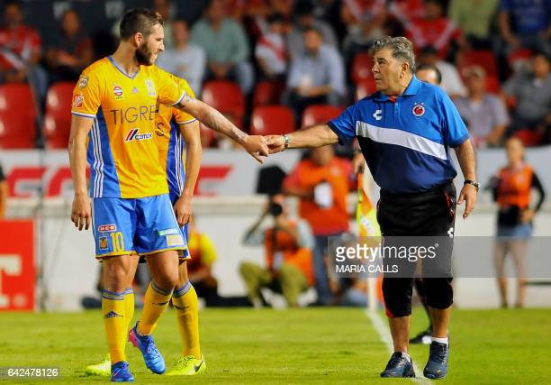 Carlos Reynoso coach of Veracruz shake hands with Andre Gignac of Tigres during the match their Mexican Clausura 2017 Tournament football match at...