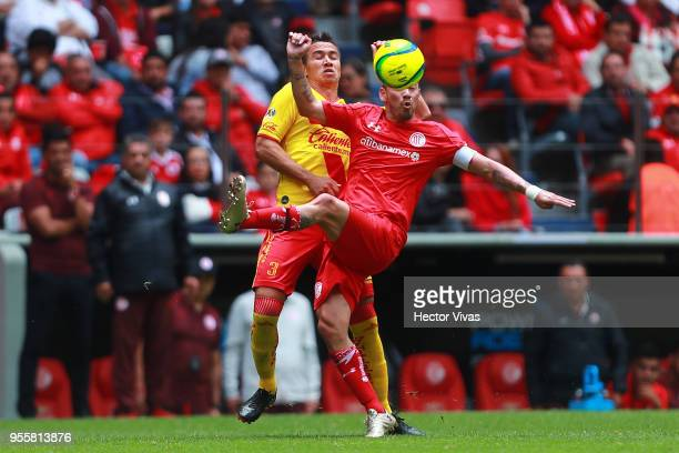 Carlos Rodriguez of Morelia struggles for the ball with Rubens Sambueza of Toluca during the quarter finals second leg match between Toluca and...