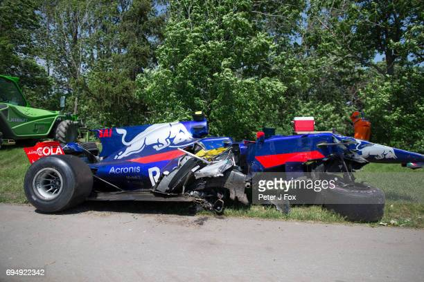 Carlos Sainz of Scuderia Toro Rosso and Spain crashes during the Canadian Formula One Grand Prix at Circuit Gilles Villeneuve on June 11 2017 in...