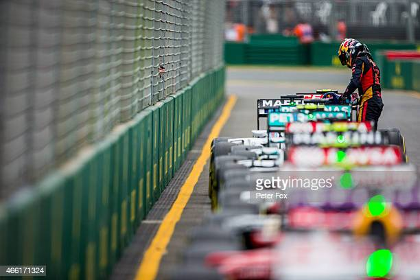 Carlos Sainz of Scuderia Toro Rosso and Spain finishes in the top 10 during qualifying for the Australian Formula One Grand Prix at Albert Park on...