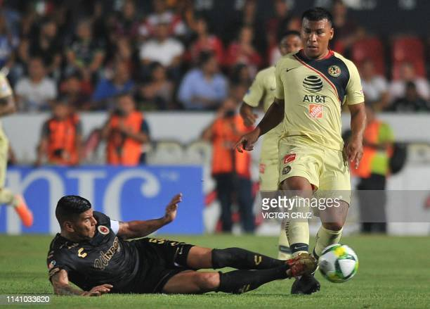 Carlos Salcido of Veracruz vies for the ball with Colombian Roger Martinez of America during their Mexican Clausura football tournament match in...