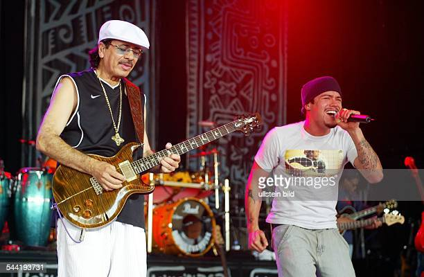 Carlos Santana Musiker Gitarrist LatinRock Mexiko / USAAuftritt auf der Bonner Museumsmeile mit Matchbox 20Sänger Andy Vargas