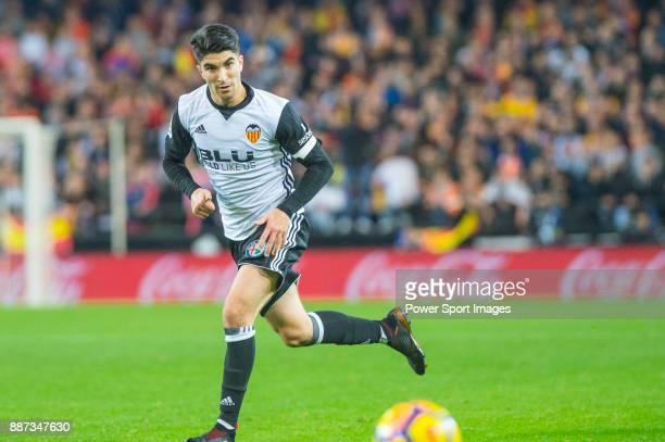 Carlos Soler Barragan of Valencia CF runs with the ball during the La Liga 201718 match between Valencia CF and FC Barcelona at Estadio de Mestalla...