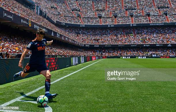 Carlos Soler of Valencia in action during the La Liga match between Valencia and Deportivo La Coruna at Mestalla Stadium on May 20 2018 in Valencia...