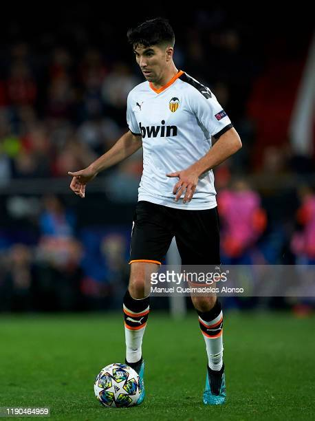 Carlos Soler of Valencia in action during the UEFA Champions League group H match between Valencia CF and Chelsea FC at Estadio Mestalla on November...
