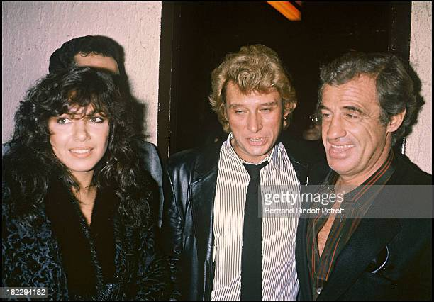 Carlos Sotto Mayor Johnny Hallyday and Jean Paul Belmondo backstage the night of Johnny Hallyday's concert in Palais Des Sports Paris