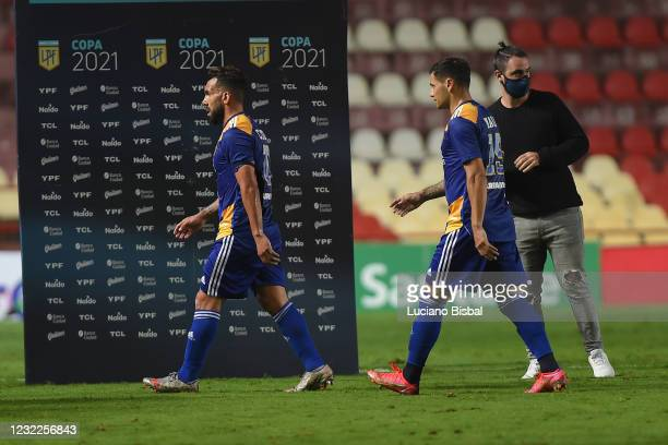 Carlos Tevez and Mauro Zárate of Boca Juniors leave the pitch after losing a match between Union and Boca Juniors as part of Copa de la Liga...