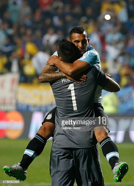 Carlos Tevez of Argentina hugs Sergio Romero of Argentina after converts the seventh penalty kick in the penalty shootout during the 2015 Copa...