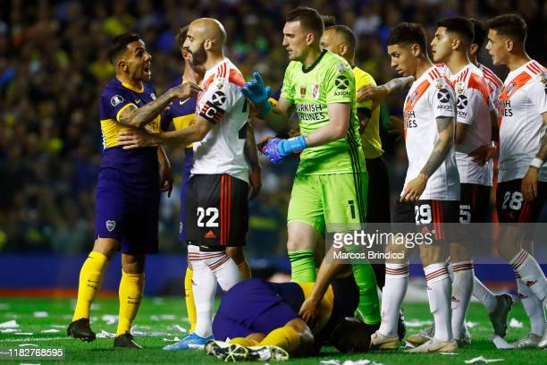 Carlos Tevez of Boca Juniors argues with Franco Armani of River Plate during the Semifinal second leg match between Boca Juniors and River Plate as...