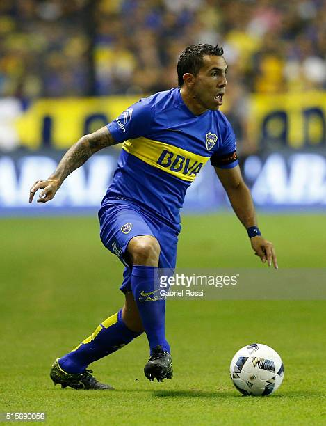 Carlos Tevez of Boca Juniors drives the ball during a match between Boca Juniors and Union as part of Torneo de Transicion 2016 at Alberto Jose...