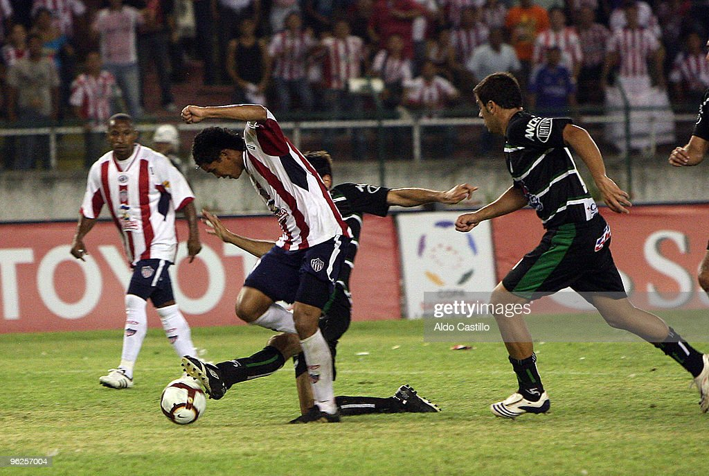 Carlos Vaca (L) of Colombia's Junior figths for the ball with Dario Flores of Uruguay's Racing during their match as part of the Santander Libertadores Cup 2010 at Metropolitano Roberto Melendez Stadium on January 28, 2010 in Barranquilla, Colombia.