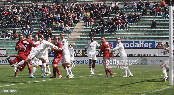 Carlos Valdez of Reggina Calcio scores the opening goal during the Serie B match between Reggina Calcio and Torino FC at Stadio Oreste Granillo on...