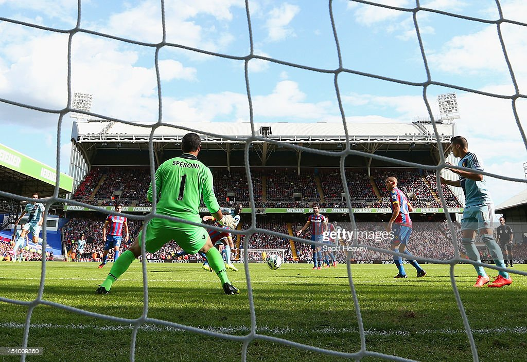 Carlton Cole of West Ham scores past Julian Speroni of Crystal Palace during the Barclays Premier League match between Crystal Palace and West Ham United at Selhurst Park on August 23, 2014 in London, England.