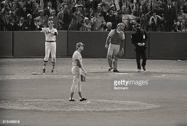 Carlton Fisk hits the ball in the 12th inning for a home run winning the game 76 and tieing the series 33