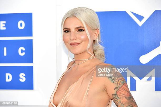 Carly Aquilino attends the 2016 MTV Video Music Awards Arrivals at Madison Square Garden on August 28 2016 in New York City