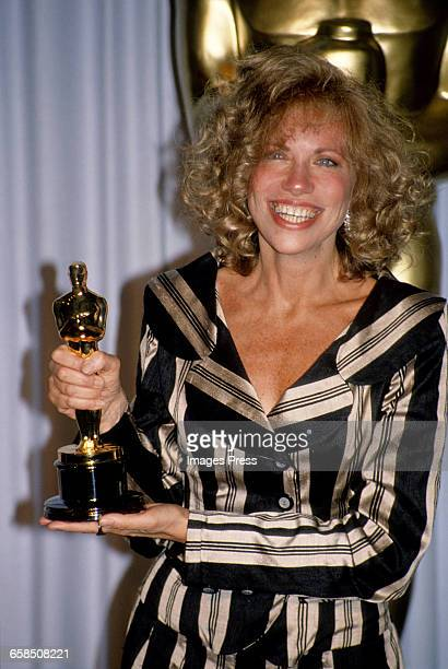 Carly Simon attends the 60th Academy Awards circa 1988 in Los Angeles California
