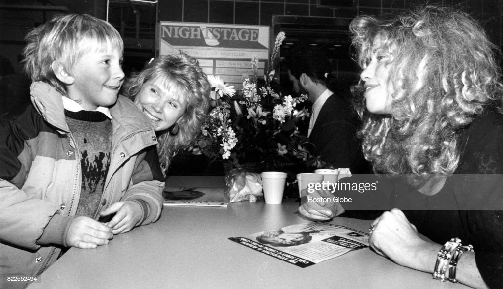 Carly Simon Chats With Ricky Corliss, 7, And His Mother Marilyn Of  Leominster At