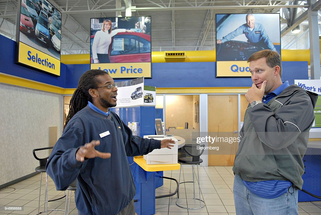 CarMax salesman Will Hyde talks with customer Stacy Wilson