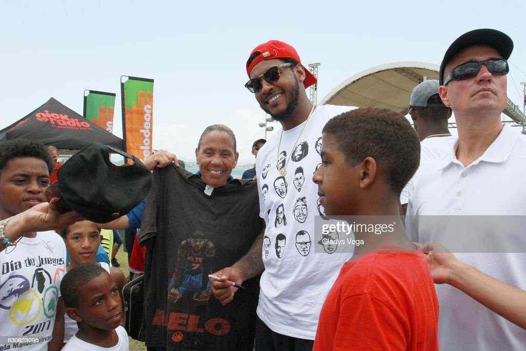 Carmelo Anthony interacting with kids as part of Worldwide Day of Play at Bahia Urbana Bay Side Park on August 12, 2017 in San Juan, Puerto Rico.