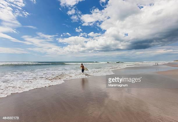 carmen beach on the pacific ocean - península de nicoya fotografías e imágenes de stock