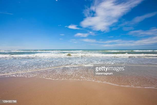 carmen beach, popular beach for surfers - península de nicoya fotografías e imágenes de stock