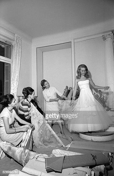 Carmen de Tommaso , founder of the French fashion house Carven, during the preparation of her collection . In 1965.