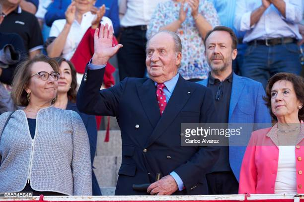 Carmen del Riego King Juan Carlos and Victoria Prego attend the 'Press Association' bullfights at the Las Ventas Bullring on May 19 2017 in Madrid...