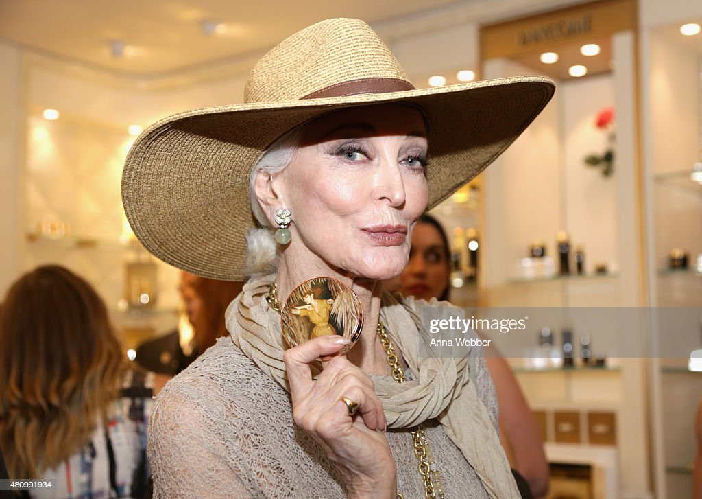 Charlotte Tilbury and Bergdorf Goodman Celebrate the Limited Edition Charlotte Tilbury x Norman Parkinson Collaboration : News Photo