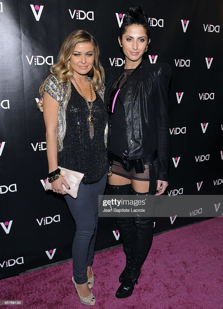 Carmen Electra (L) and the Vida model attend the Vida launch party at Voyeur on January 13, 2010 in West Hollywood, California.