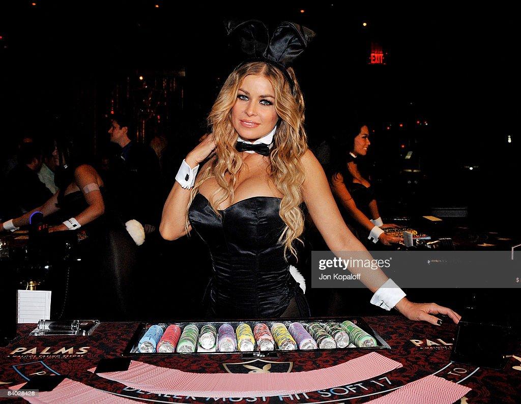 "Carmen Electra Plays ""Celebrity Bunny Dealer"" at The Playboy Club : News Photo"