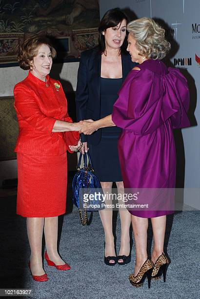 Carmen Franco Carmen Martinez Bordiu and Beatriz de Orleans attend Mod's Art Paris Exhibition at French Ambassador's residence on June 16 2010 in...