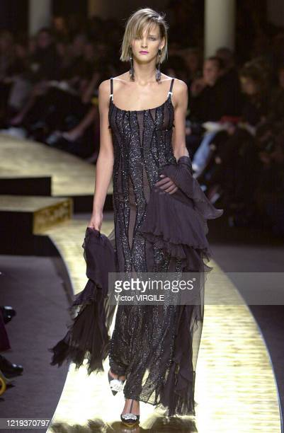 Carmen Kass walks the runway during the Valentino Haute Couture Spring/Summer 2001 fashion show as part of the Paris Haute Couture Fashion Week on...