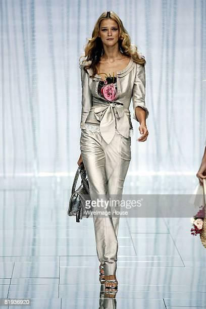 Carmen Kass wearing Elie Saab Spring/Summer 2006