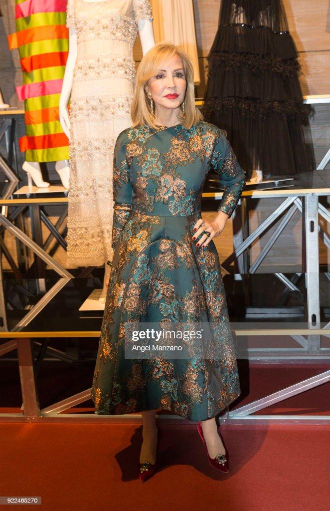 Celebrities Arrive At 'El Armario de Carmen Lomana' Exhibition Presentation Party : Fotografía de noticias