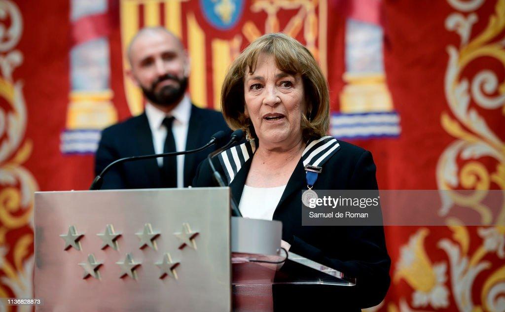 ESP: Carmen Maura Receives 'Medalla De Las Artes De La Comunidad De Madrid'