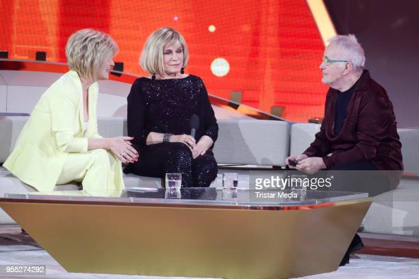 Carmen Nebel Mary Roos and Barry Ryan during the tv show 'Willkommen bei Carmen Nebel' at SachsenArena on May 5 2018 in Riesa Germany