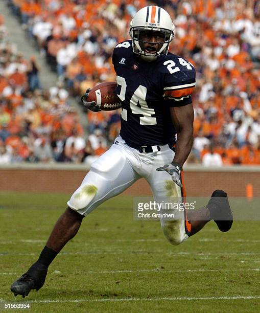 Carnell Williams of the Auburn Tigers runs for a touchdown against the Kentucky Wildcats on October 23 2004 at JordanHare stadium in Auburn Alabama