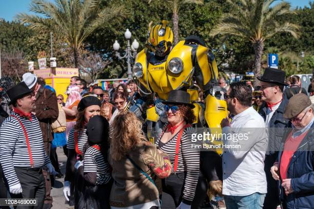 carneval in cadiz - transformer - finn bjurvoll stock pictures, royalty-free photos & images