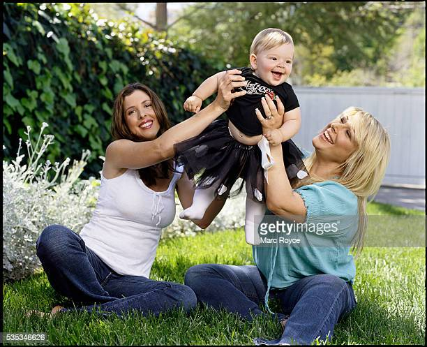 Carnie Wilson relaxes at home with her sister Wendy and daugther Lola age one