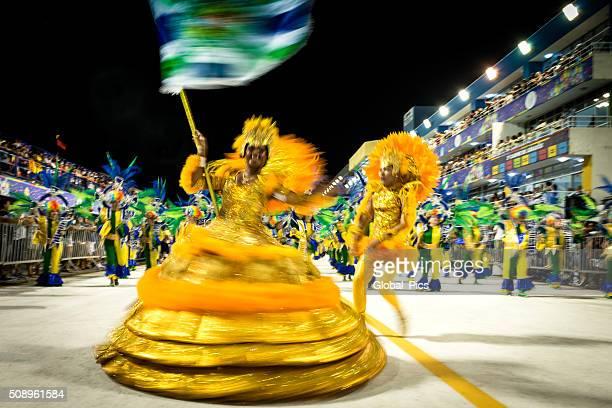 carnaval au brésil 2016 - porte drapeau photos et images de collection