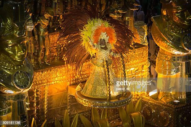 karneval floatee elegant in gold - karneval von rio de janeiro stock-fotos und bilder